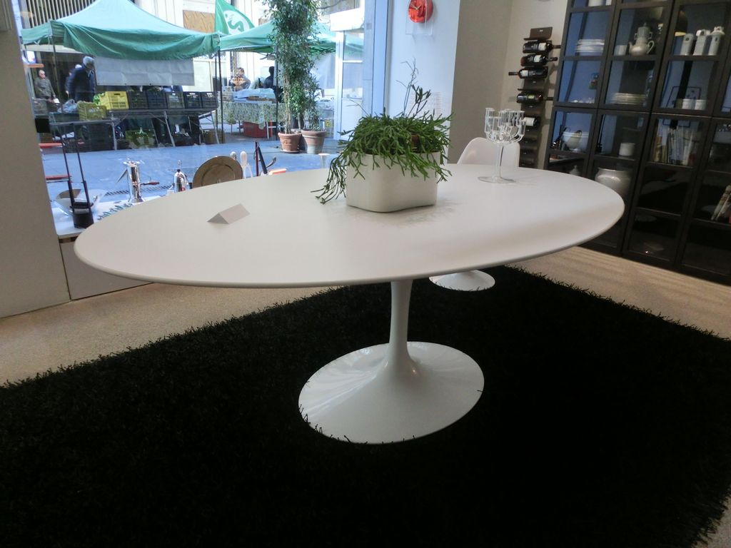 Tavolo ovale SAARINEN – Knoll – Ferrari Arredamenti